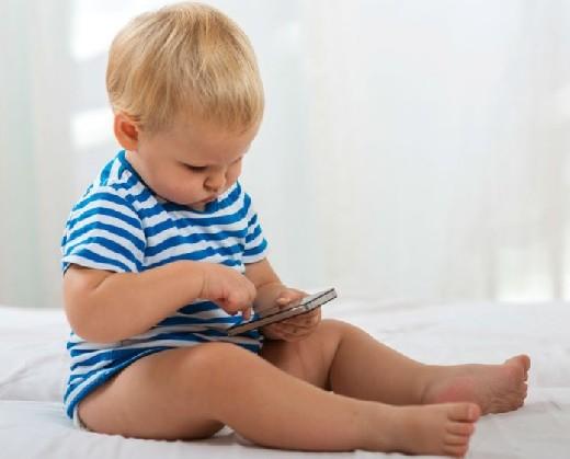 Большинство детей получают смартфоны к 7 годам