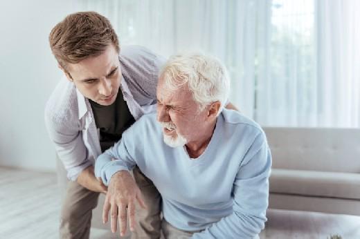 Инсульт у пожилых людей: как определить и помочь