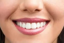Названы продукты, «убивающие» белизну зубов