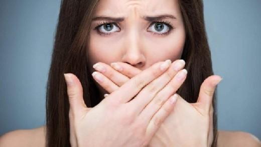 Неприятный запах изо рта: причины и способы борьбы