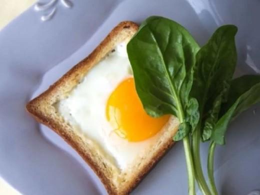 Ученые определили безопасную для сердца ежедневную норму яиц