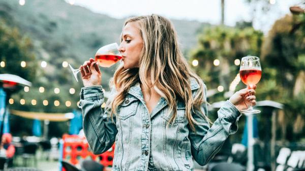 Пара бокалов вина в день спасут от старческого слабоумия