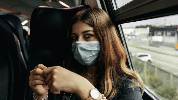Глава Роспотребнадзора назвала условие отказа от масок