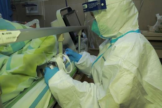 Названа наиболее подверженная смерти откоронавируса категория россиян