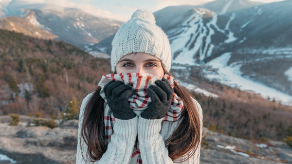 Врач объяснила опасность использования шарфа вместо маски