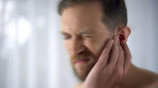Коронавирус ухудшает звон в ушах почти у половины его жертв