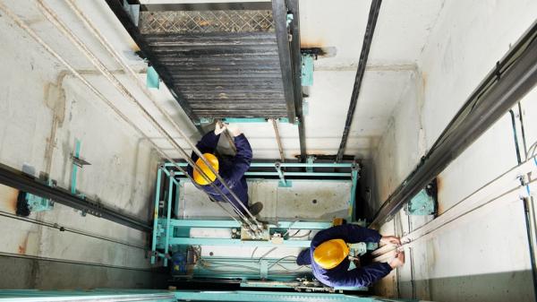 Роспотребнадзор предупредил об опасности лифтов из-за COVID-19