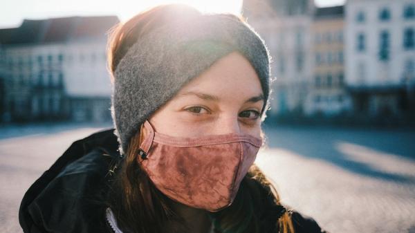Врач рассказала, как правильно менять и стирать тканевые маски