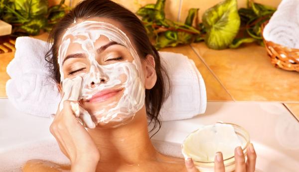 Дерматолог предостерегла от использования домашних масок для лица