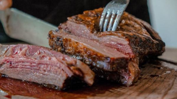 Человека назвали мясоедом по природе